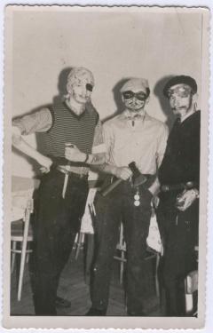 Bal maskowy, 1964 r. Od lewej: Rysiek Mizerski, Andrzej Wilk, Mietek Lipka.