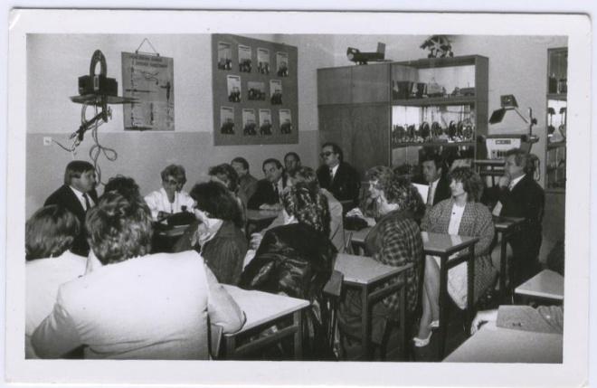 Zjazd Absolwentów 1986 -  wspomnienia w klasie.