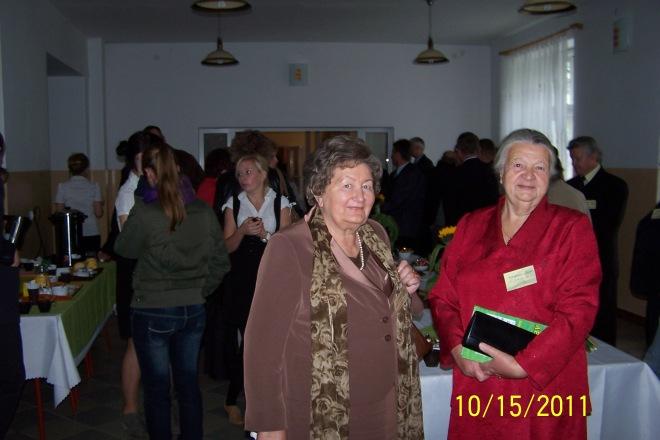Na pierwszym planie : Maria Dopierała Piaścik i Irenka Milanowska