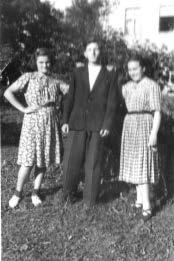 W Gródkach z przyjaciółmi (Ela Kaszubowska, Bogdan Lewandowski), 1953 r.