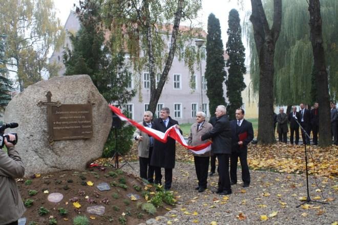 Odsłonięcie Pomnika Pamięci, 16.10.2013, Karolewo