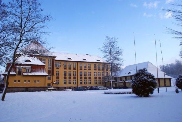 Gmach Liceum Pedagogicznego w Lidzbarku Warmińskim (obecnie Zespół Szkół Zawodowych), w którym S. Martowicz najdłużej pracowala. Źródło: strona internetowa ZSZ (