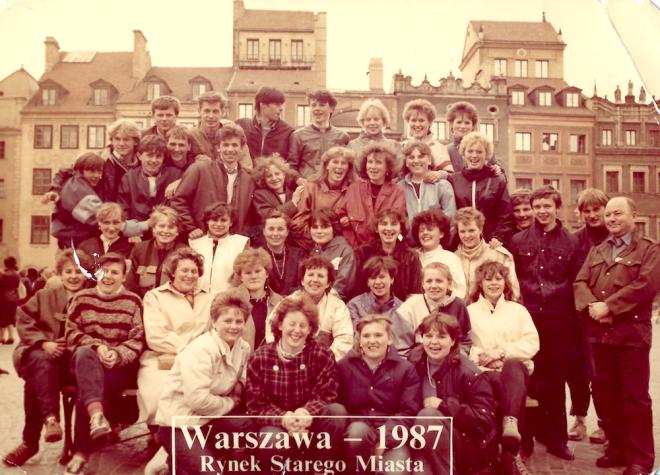 Moja klasa IV Liceum Ekonomicznego (matura 1988) i III Technikum Rolniczo-Łąkarskiego (matura 1990) z wychowawczynią panią Alą Kosiedowską