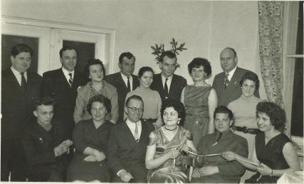 Wieczorek nauczycielski w Technikum Rolniczo-Łąkarskim w Lidzbarku Warmińskim w styczniu 1960. S. Machnik w górnym rzędzie, trzeci od prawej. W dolnym rzedzie, pierwszy z  lewej, wizytator Jerzy Cwinarowicz