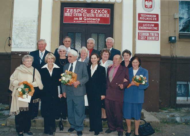 Nasza klasa z trójką nauczycieli na spotkaniu na 50-lecie matury w 2006 r